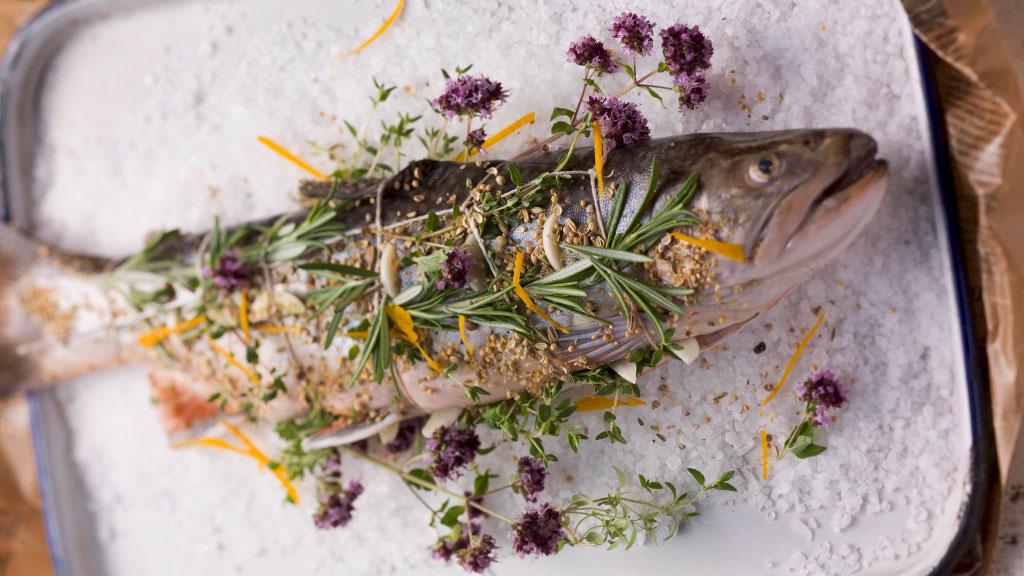 NORDSEE Frischfisch Rezept: Saibling auf Kräuter-Salzbett